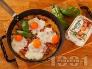 Рецепта Картофи огретен с бекон, кашкавал и яйца на тиган